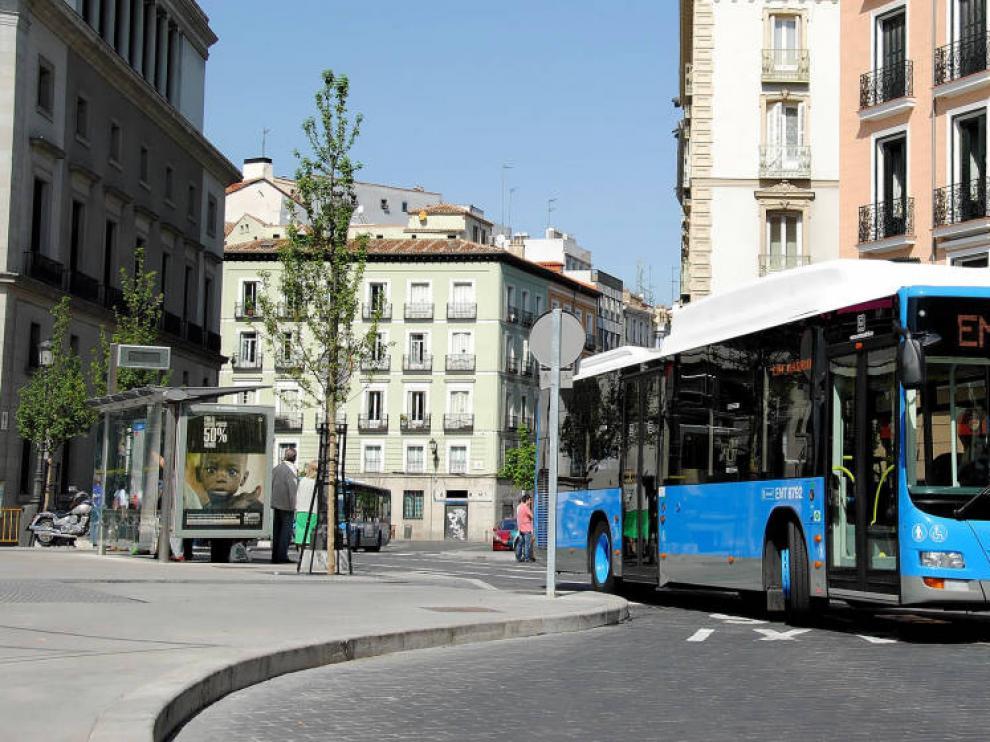 Un autobús de la Empresa Municipal de Transportes de Madrid (EMT).