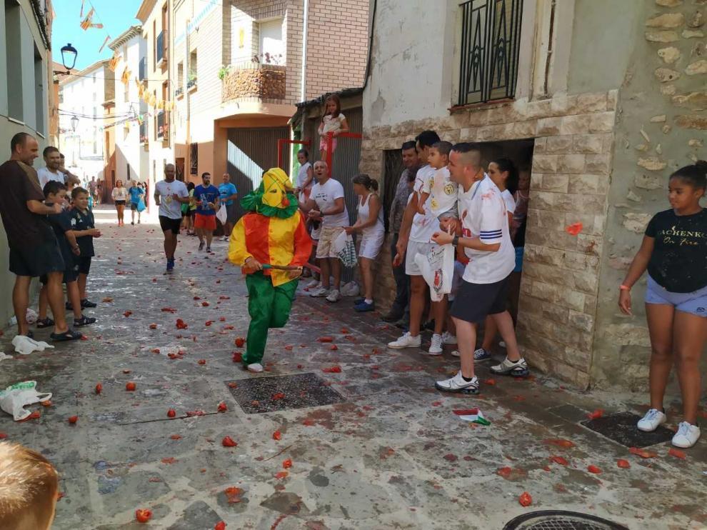 Mayores y pequeños esperan al Cipotegato por las calles de Vera.