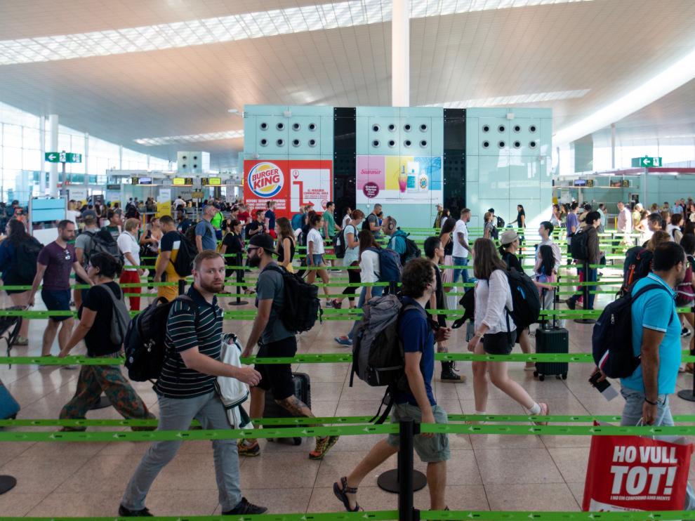 Colas este viernes en el aeropuerto de El Prat de Barcelona.