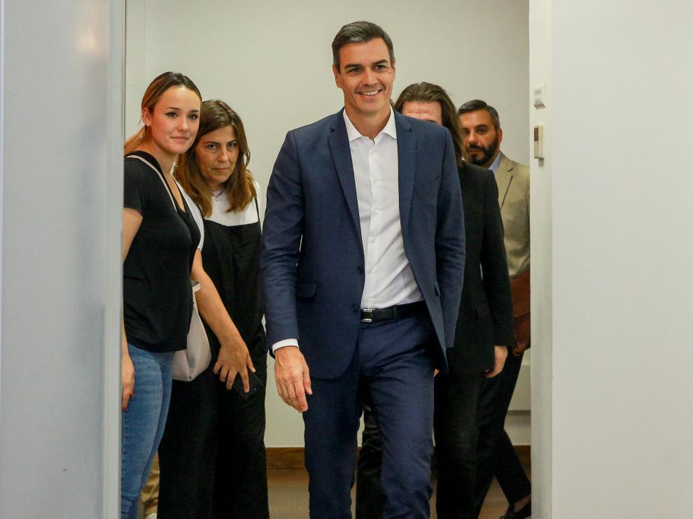 Sánchez antes de comparecer ante los medios.