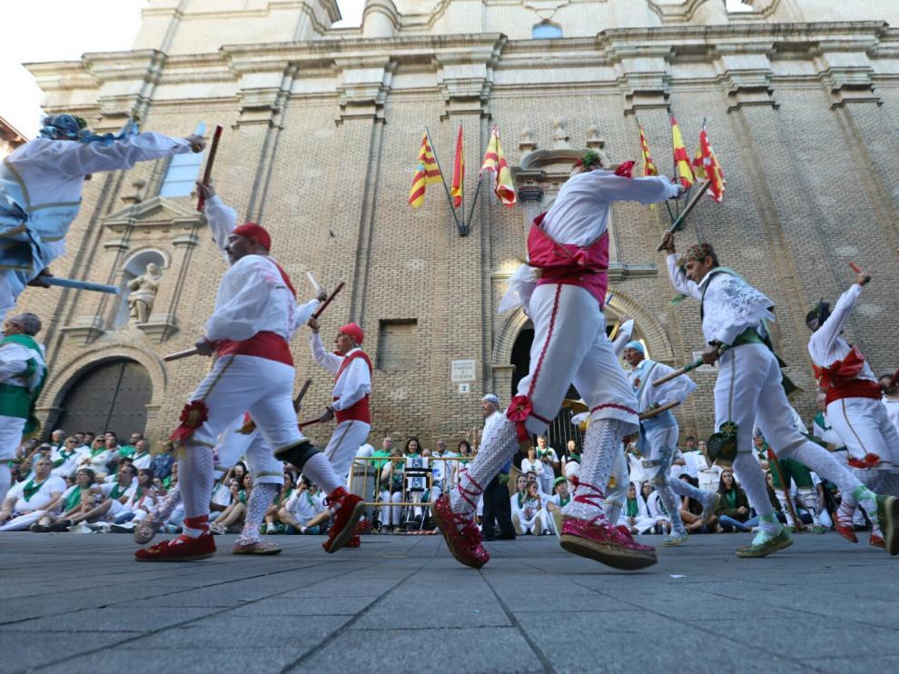 Imágenes de la primera actuación de los Danzantes con el relevo de mayoral entre Pascual Campo y Francisco San Emeterio