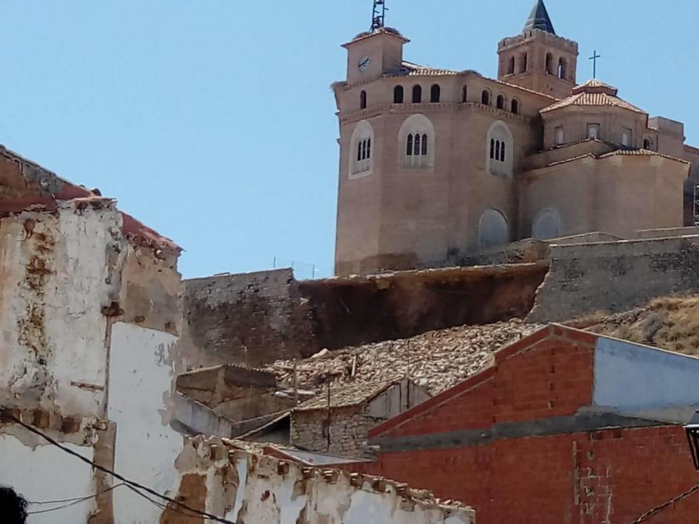 El muro rodea el Piquete, en la parte alta de Quinto, una antigua iglesia del siglo XV reconvertida en el Museo de las Momias.