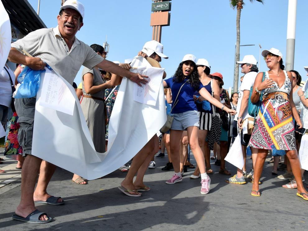 Marroquíes se manifiestan en pantalón corto contra el discurso extremista
