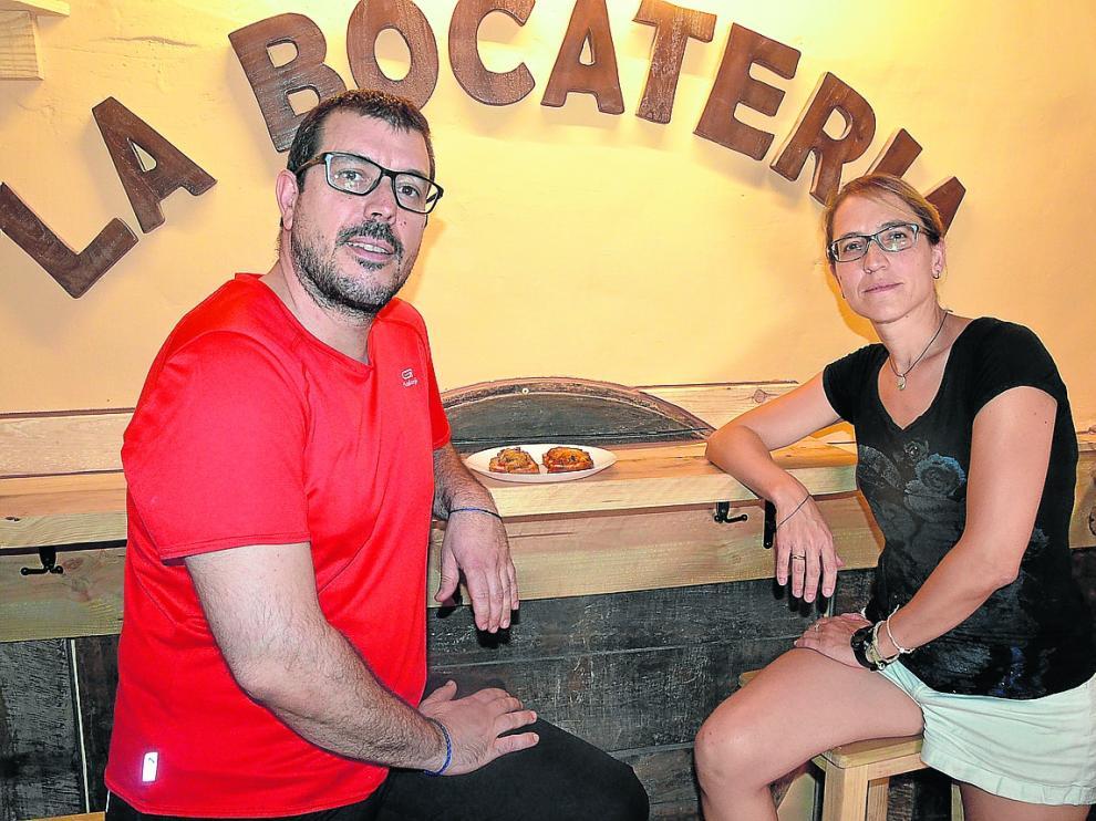Antonio Tuda y Sara Calvo, al frente de La Bocatería de Alquézar.