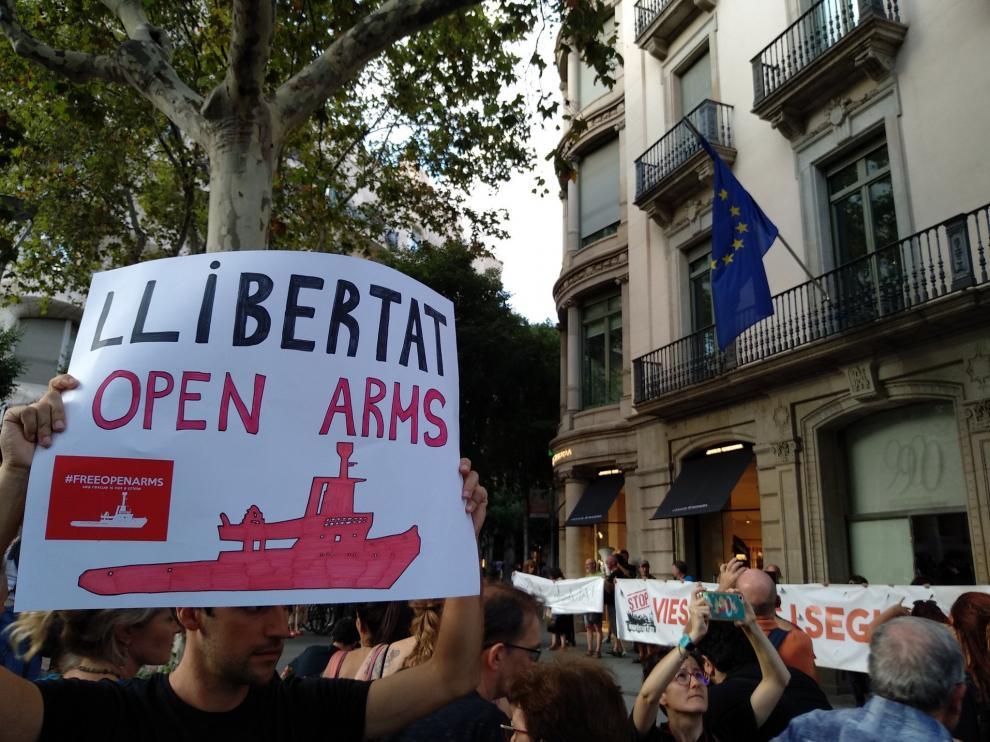 Manifestación para la apertura de puertos españoles al Open Arms en Barcelona.