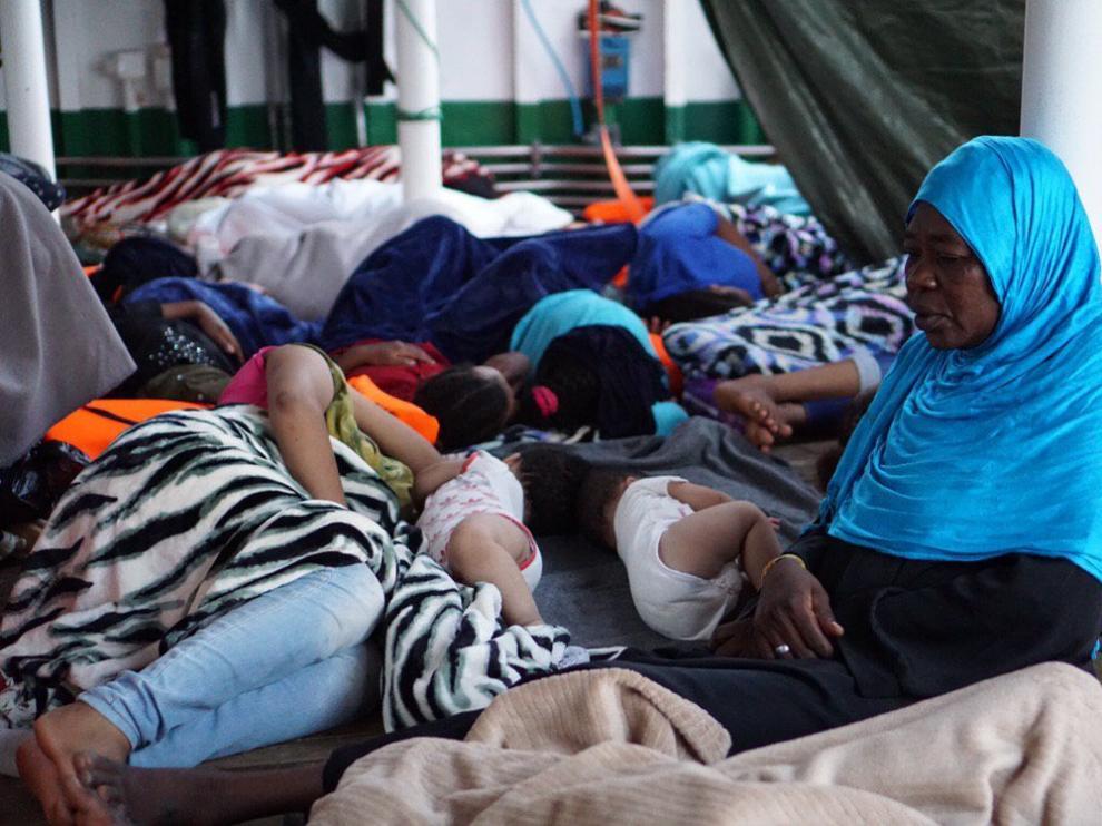 Inmigrantes abordo del barco Open Arms.