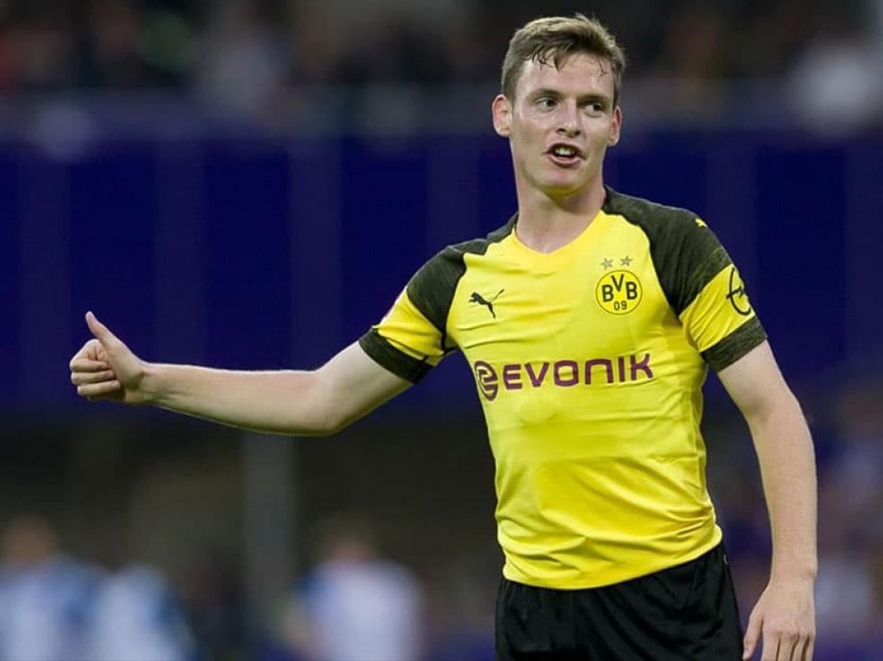 Sergio Gómez, durante un partido disputado con el Borussia Dortmund.
