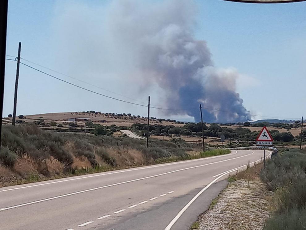 Un incendio amenaza el Parque Natural de las Arribes del Duero en Salamanca.