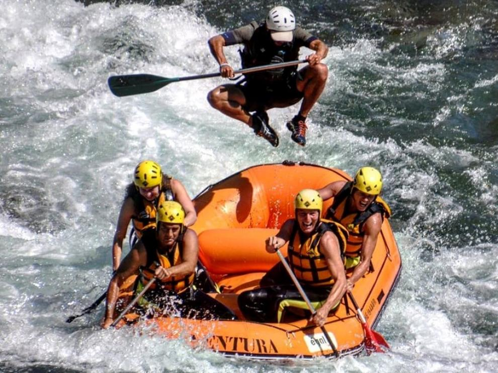 El rafting es la actividad más solicitada y deja momentos como este.