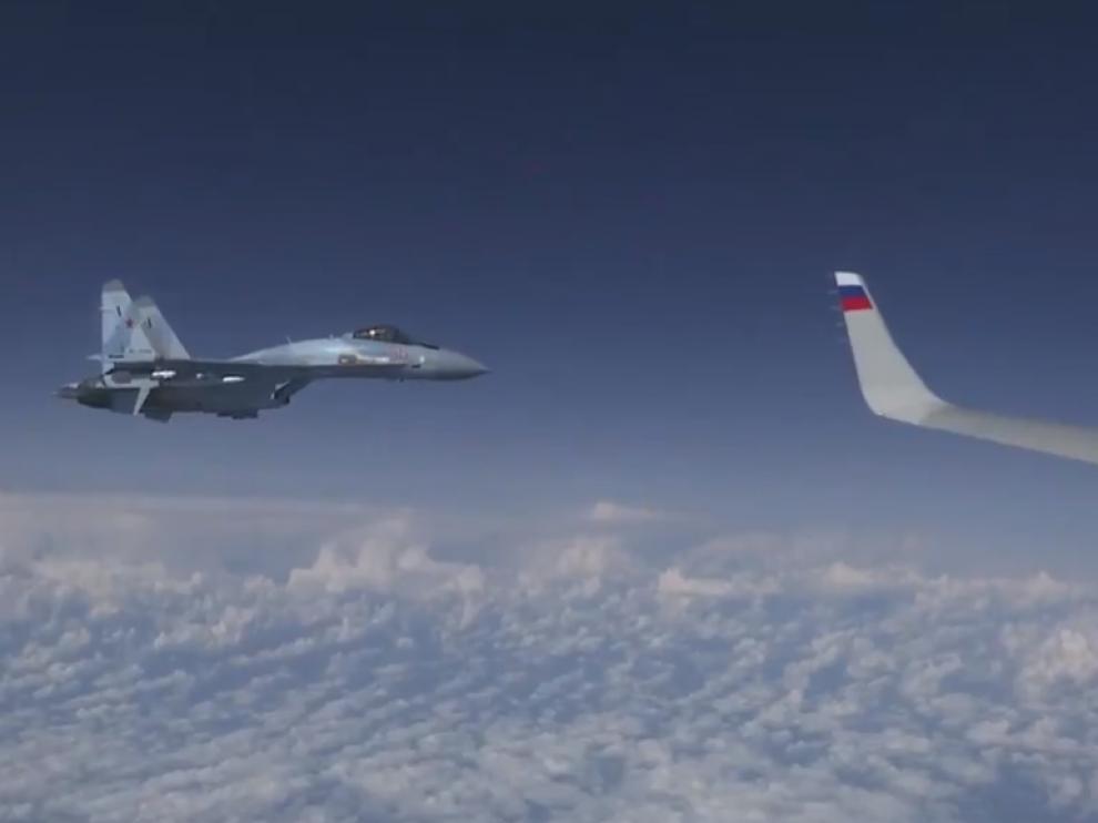 Interceptan un caza español F-18 en misión de la OTAN que se acercó al avión del ministro de Defensa ruso.