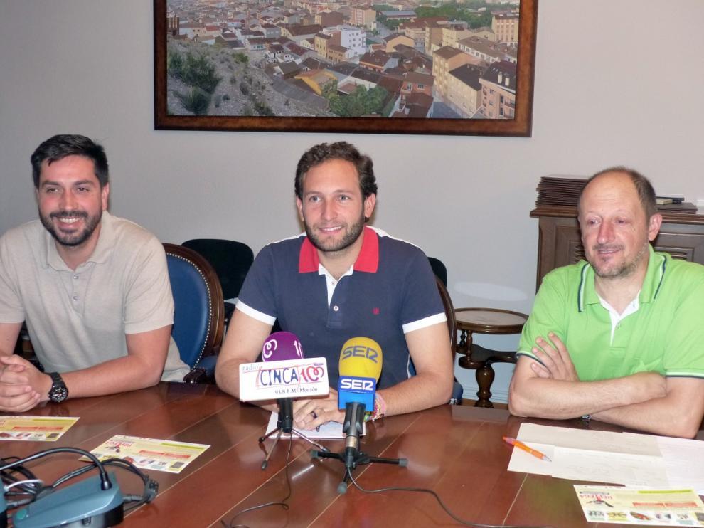 Miguel Hernández, concejal de ferias, Isaac Claver, alcalde y Chorche Paniello promotor de la feria, este martes en la presentación.