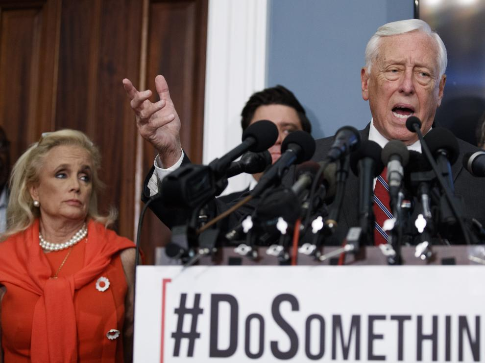Washington (United States), 13/08/2019.- House Majority Leader Steny Hoyer responds to a question from the news media following calls on Senate Majority Leader Mitch McConnell and the Senate to take action on H.R. 8 - Bipartisan Background Checks Act of 2019 during a press conference in the US Capitol in Washington, DC, USA, 13 August 2019. The house passed the background check legislation in February but Leader McConnell has not brought it to the floor of the Senate for debate. (Estados Unidos) EFE/EPA/SHAWN THEW House Majority Leader Steny Hoyer calls on Senate Majority Leader Mitch McConnell to take action on Background Checks