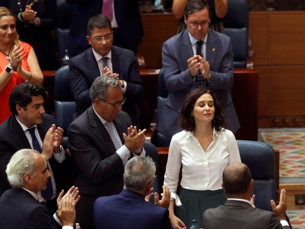 Isabel Ayuso momentos después de ser investida como presidenta de la Comunidad de Madrid.