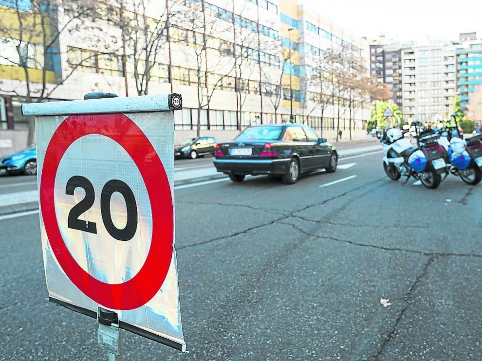 El número de multas de tráfico en Zaragoza ha caído a la mitad en ocho años.