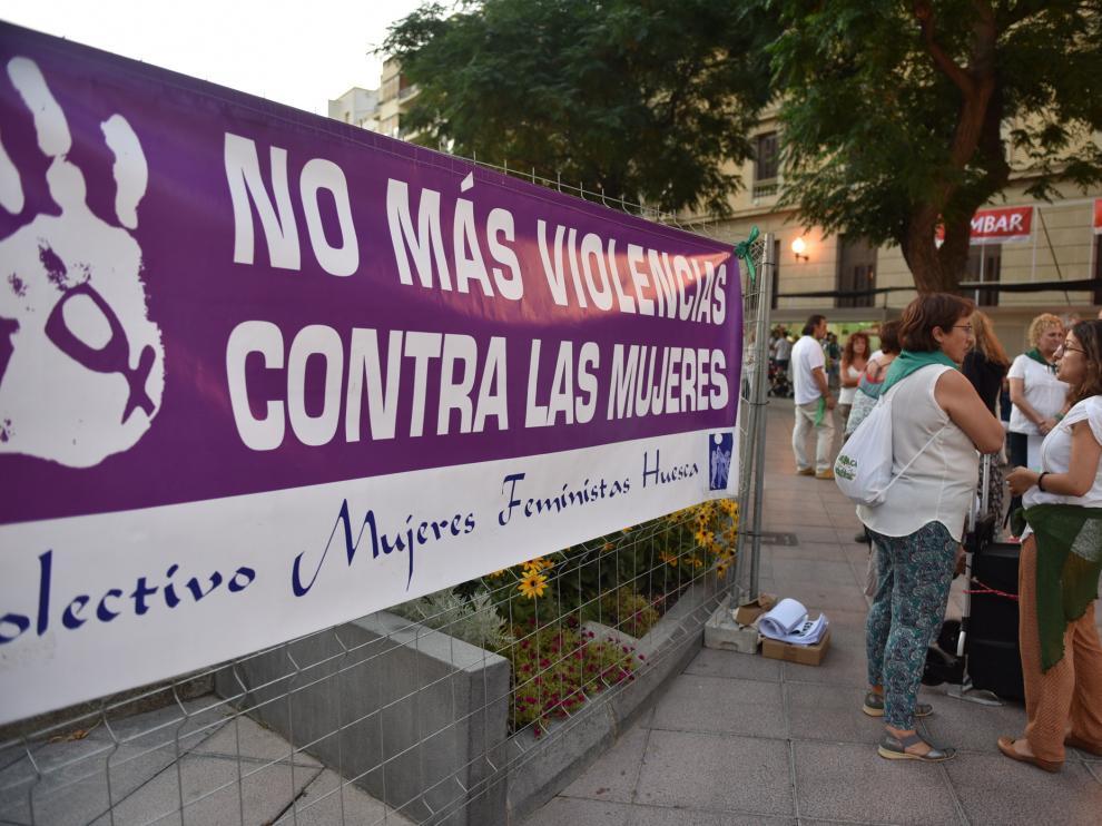 Protesta en Huesca por los delitos contra la libertad sexual de la mujer este martes.