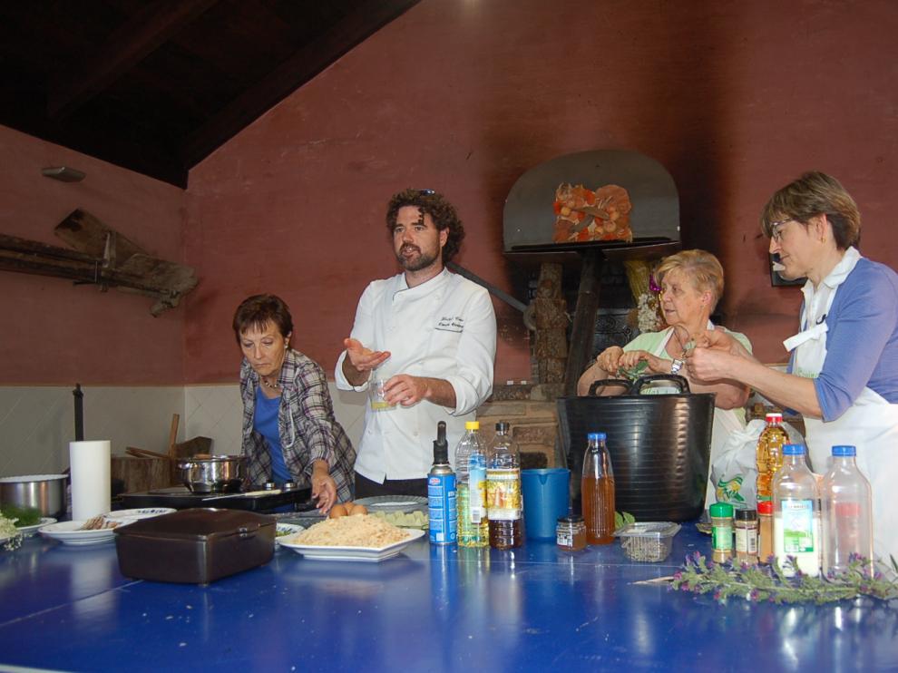 Taller de plantas silvestres aplicadas a la cocina celebrado en Valbona