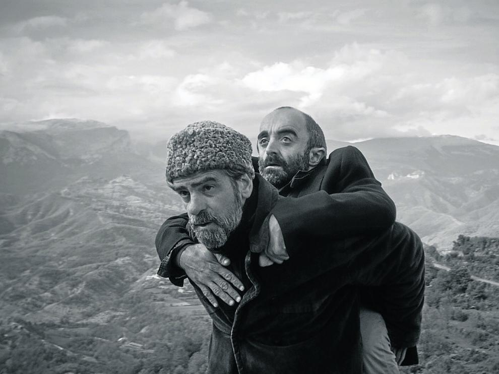 Los actores Gonzalo Cunill e Íñigo Martínez, en una imagen del 'teaser' de la película 'Armugán'.