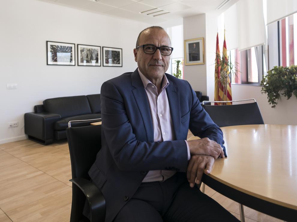 Felipe Faci, nuevo consejero de Educación del Gobierno de Aragón, en su despacho.