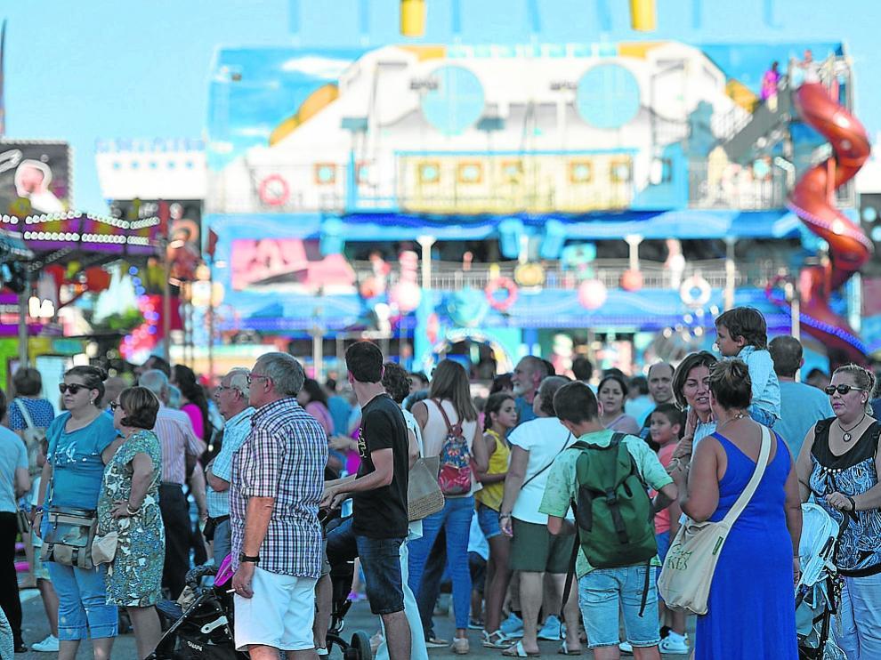 El público abarrotó el recinto atraído por los precios populares.