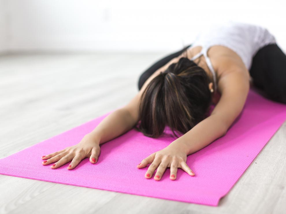 El estiramiento vértebra a vértebra es uno de los ejercicios más recomendados.