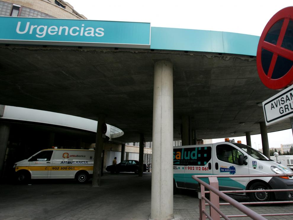 AMBULANCIAS EN URGENCIAS DEL CLINICO / 2-03-05 / FOTO: ESTHER CASAS KQ1I2299.jpg