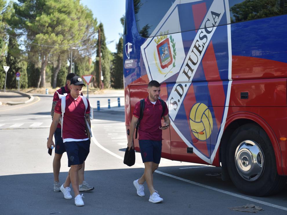 Cristo y Javi Galán, antes de subirse al autobús para emprender el viaje a Las Palmas.