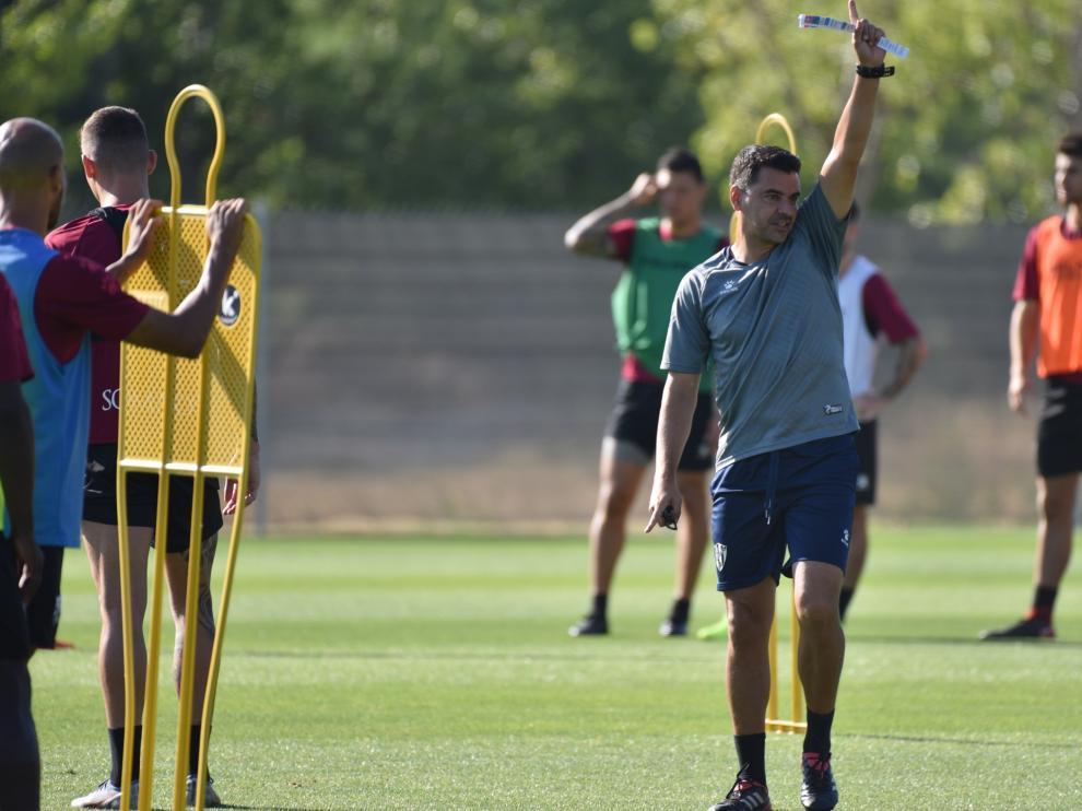 Míchel Sánchez, durante el entrenamiento de este sábado en el Pirámide.