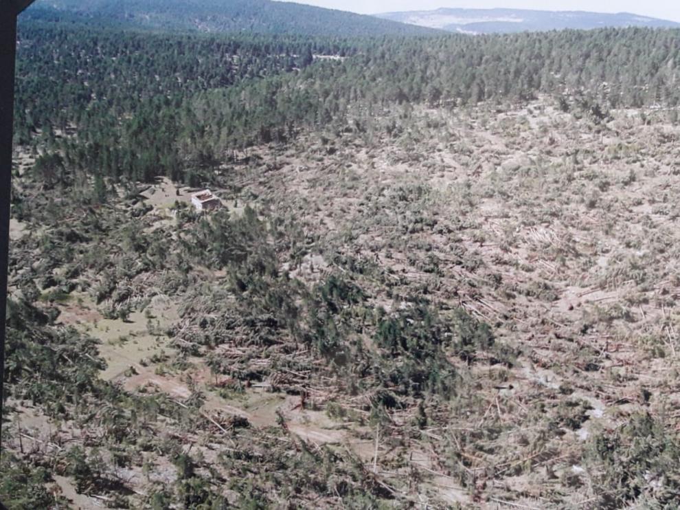 Imagen de los devastadores efectos del tornado de Mosqueruela de 1999.