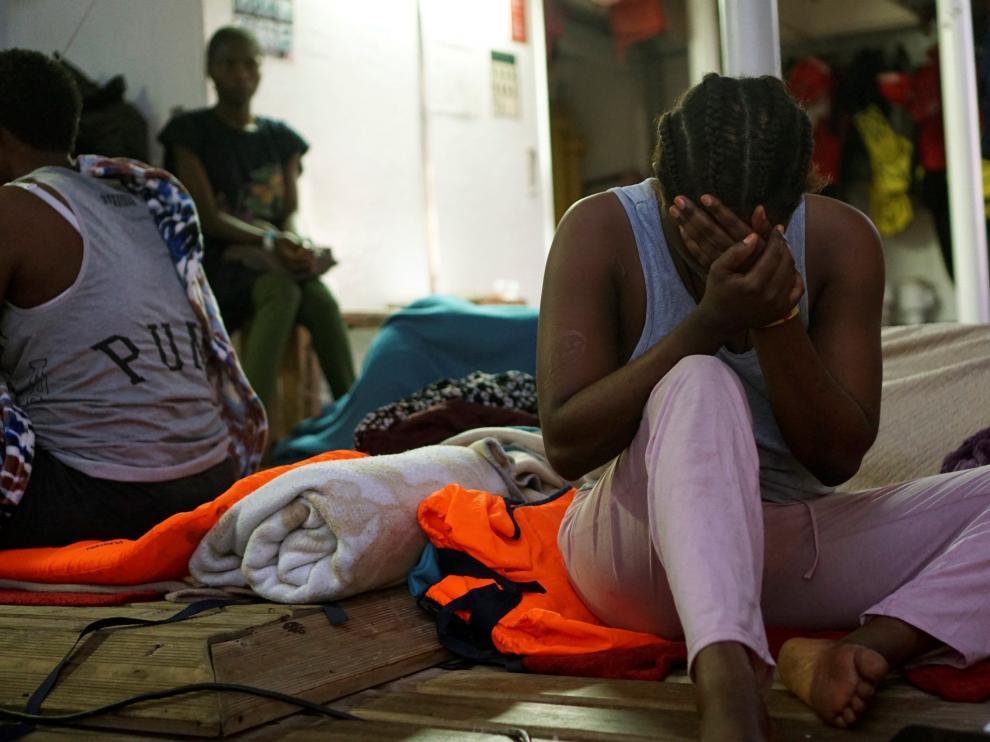 Una de los 134 migrantes que llevan 16 días a bordo del Open Arms en situación crítica.