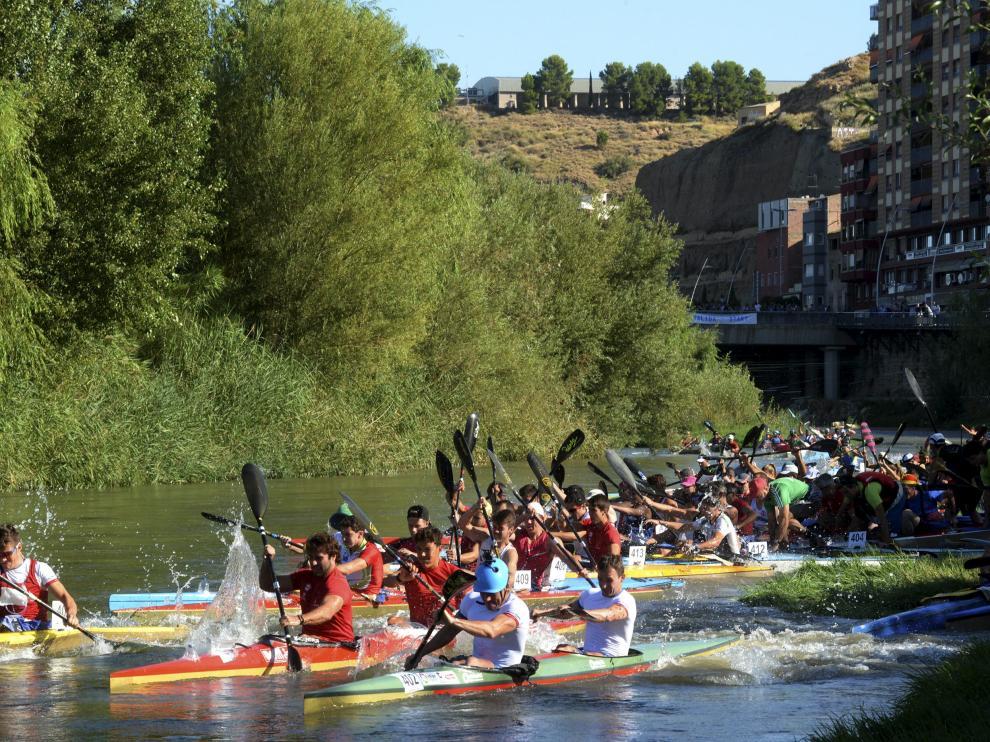 Piragüas en el río Cinca.