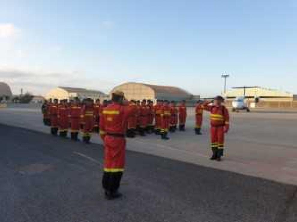 Efectivos de la UME de Aragón han llegado esta mañana a la base de Gando (Canarias) en un Hércules C-130 tras salir esta madrugada, a las 3.30, desde Zaragoza.