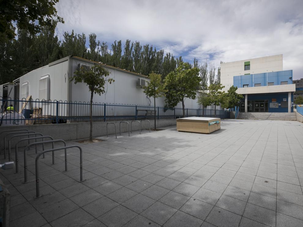 Imagen del colegio de Miralbueno, en el que se instalarán al menos diez barracones