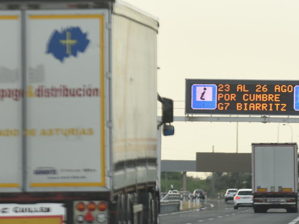 Los panales de las carreteras AP-68 y A-68 ya informaban ayer sobre el cierre del paso fronterizo de Irún.