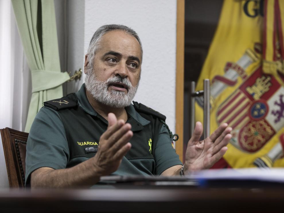 El general jefe de la Guardia Civil en Aragón, Carlos Crespo, ayer durante la entrevista.