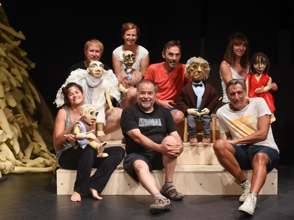 Actores y director de la obra 'Caín de Saramago'