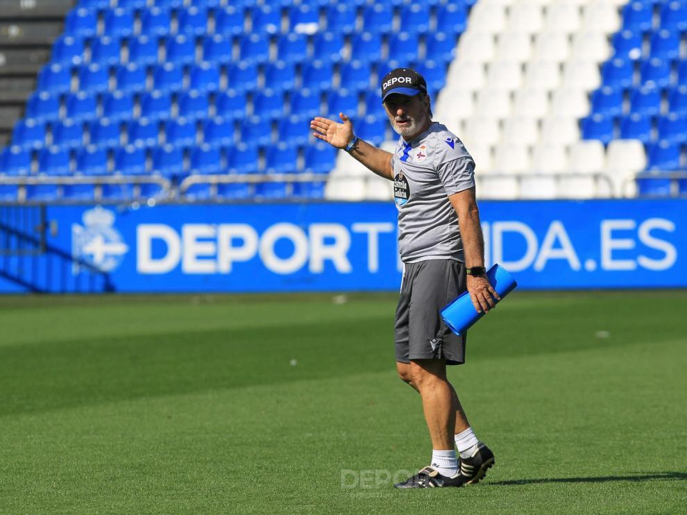 Anquela, entrenador del Deportivo, durante una sesión con los gallegos.