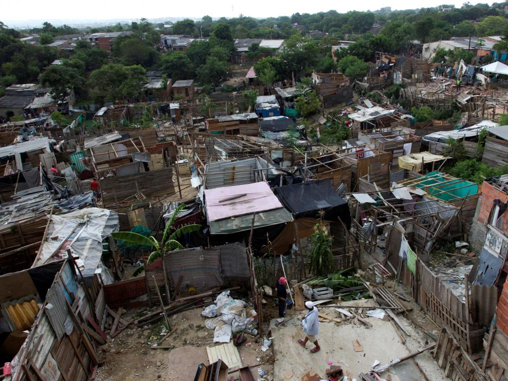 General view of Villa Robledo, a slum at risk of collapse according to local authorities, in Barranquilla, Colombia July 25, 2019. REUTERS/Stringer NO RESALES NO ARCHIVE. [[[REUTERS VOCENTO]]] COLOMBIA-EVICTION/VENEZUELA