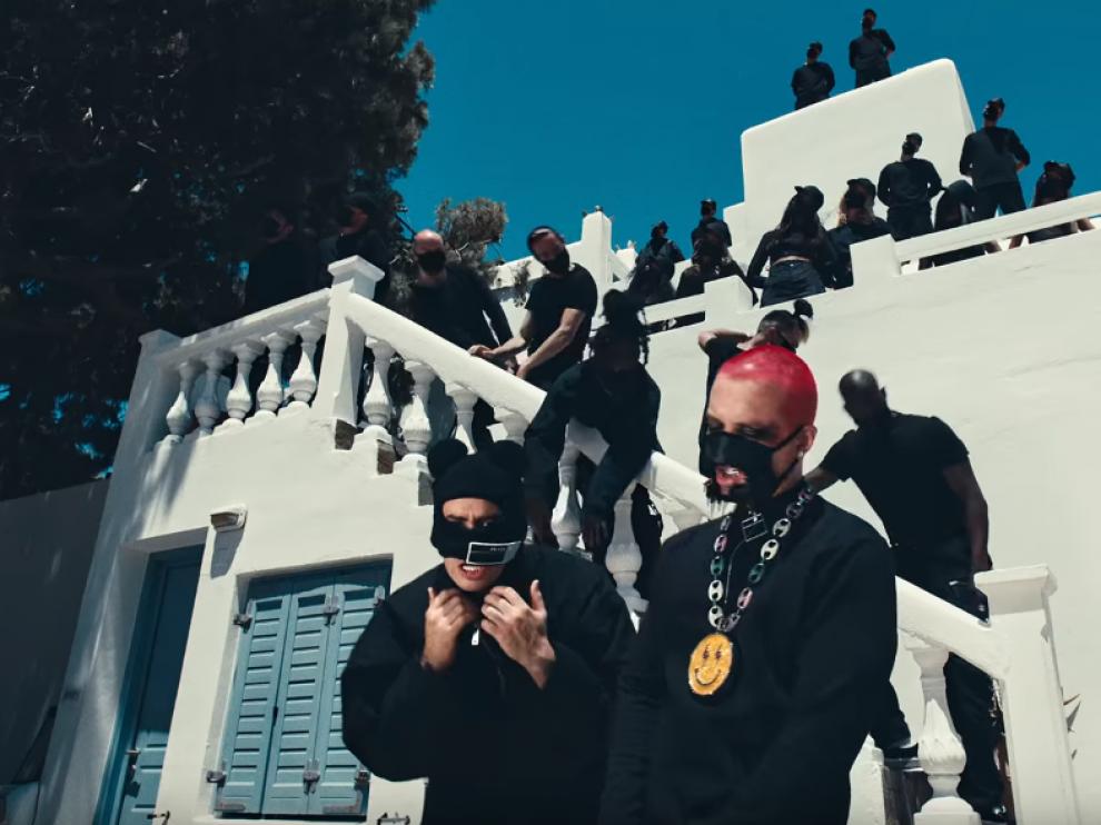 Fotograma del videoclip 'Cuidao por ahí'.