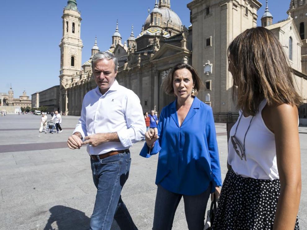 Cuca Gamarra, junto a Jorge Azcón y María Navarro.