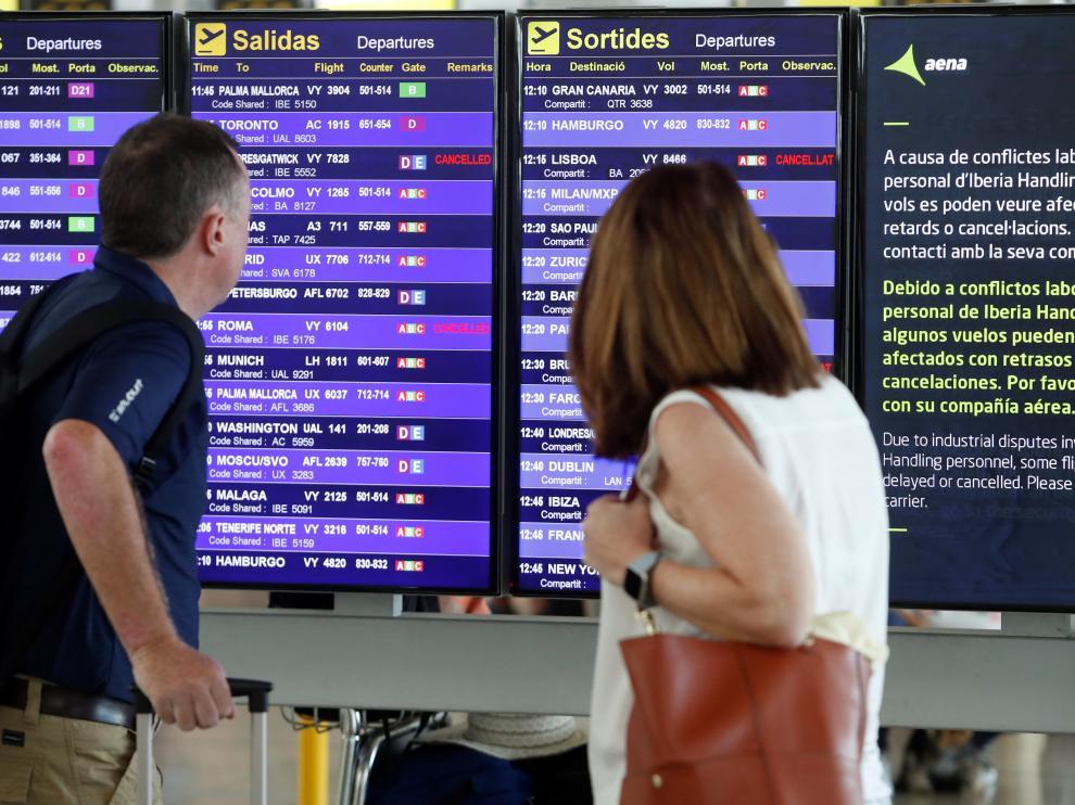 Las primeras horas de la huelga del personal de tierra de Iberia del aeropuerto de Barcelona están transcurriendo sin incidencias