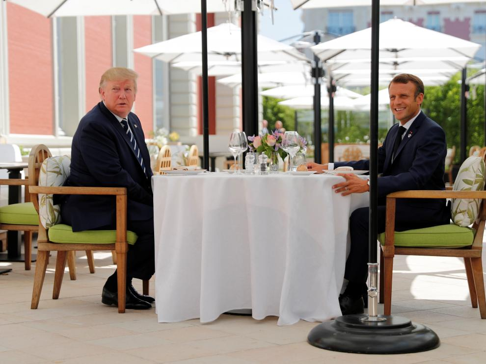 Los presidentes estadounidense y francés antes del almuerzo que compartieron en Biarritz