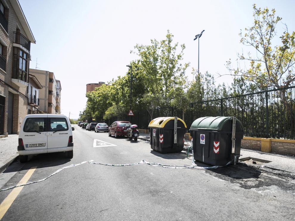 QUEMA DE CONTENEDORES EN LA CALLE SAN VICENTE FERRER DEL BARRIO OLIVER ( ZARAGOZA ) / 25/08/2019 / FOTO : OLIVER DUCH [[[FOTOGRAFOS]]]