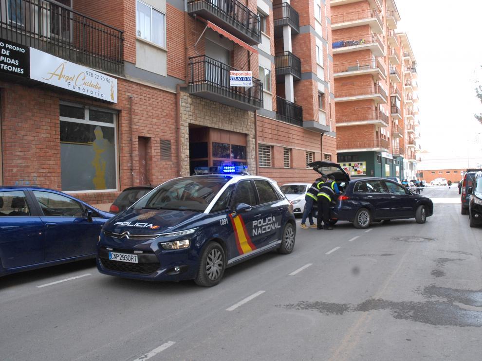 Un coche patrulla de la Policía Nacional por las calles de Teruel.