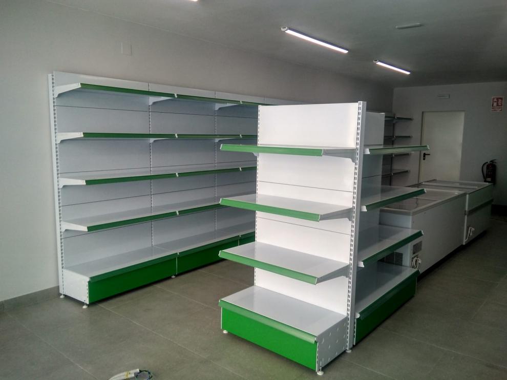 El supermercado de San Esteban de Litera ya tiene todo el equipamiento listo.