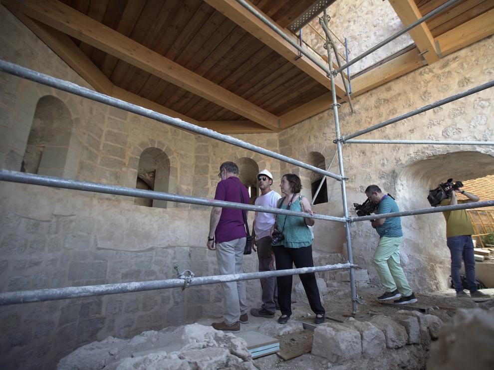visita de la alcaldesa de Teruel Emma Buj, a las obras de restauracion de la torre de la bombardera y un tramo de la mualla medieval. Foto Antonio Garcia/Bykofoto. 27/08/19 [[[FOTOGRAFOS]]]