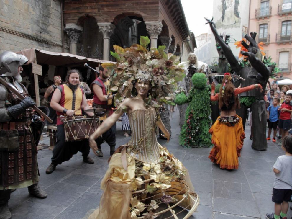 Las calles del centro histórico de Jaca se llenan de magia con el mercado medieval.