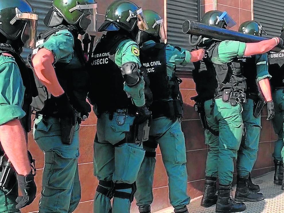Amplio despliegue para entrar en la casa del homicida. El pasado 22 de agosto, bajo la coordinación de los Mossos y la Policía Judicial de la Guardia Civil, se procedió a la entrada en el domicilio de Jaime G. en Graus para proceder a su detención, con apoyo de una docena de agentes de la Unidad de Seguridad Ciudadana de Huesca y del cuartel de Graus.