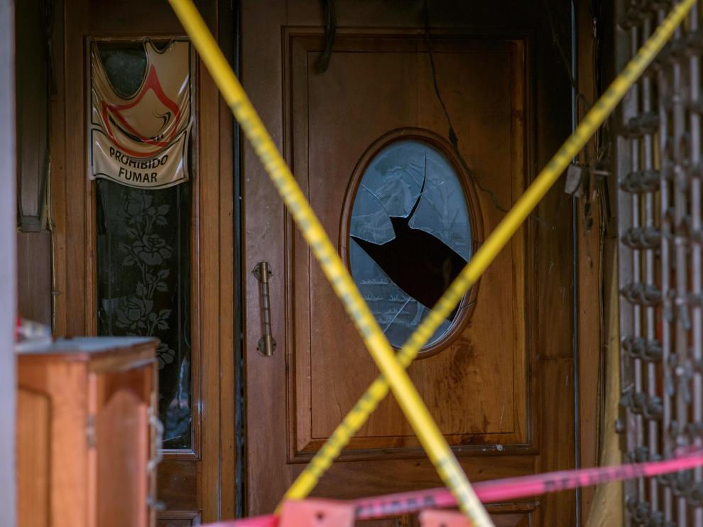 Puerta de entrada de 'El caballo blanco', el local atacado