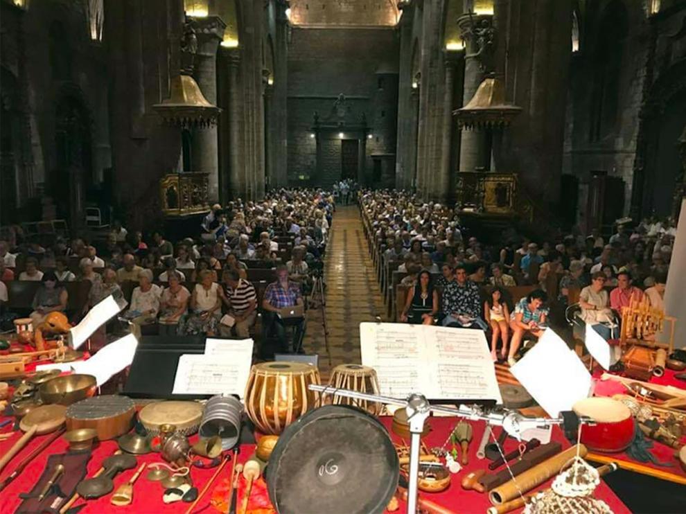 Concierto de Esther Ciudad y Neopercusión en la catedral de Jaca.