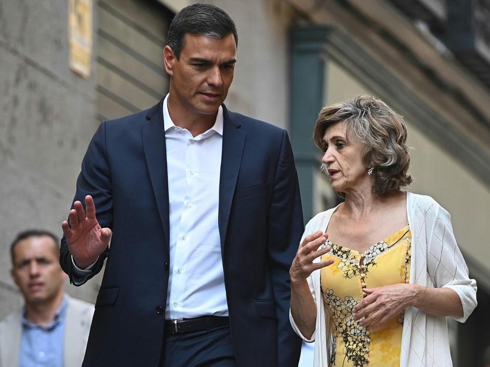 Pedro Sánchez y Luisa María Carcedo, en la reunión con los colectivos de sanidad